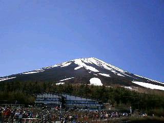 五合目から見た雲一つ無い富士山っ
