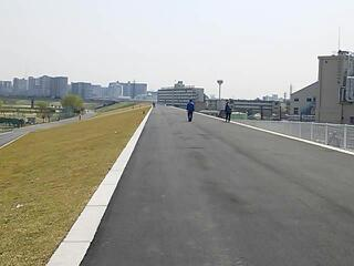 岩淵水門〜鹿浜橋の土手上が開通