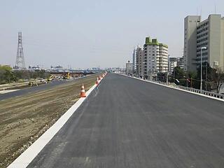 扇大橋〜西新井橋右岸の土手上が開通